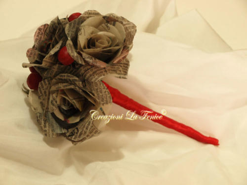 bouquet-rose-giornale